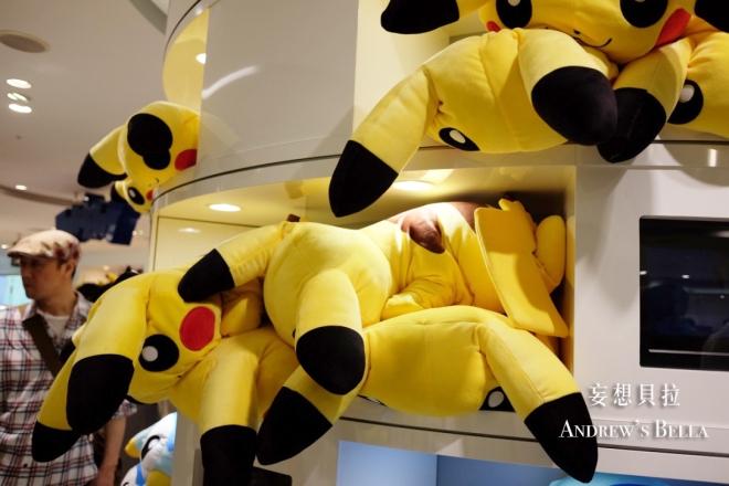 大阪必買 神奇寶貝中心 趴著的皮卡丘抱枕